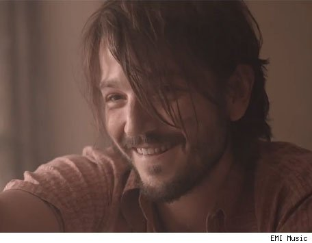 Diego-luna-katy456-1321038108_large