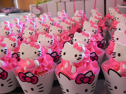 Pink-hello-kitty-cupcakes_large