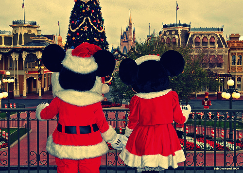 Christmas-disney-disneyland-mickey-mouse-minnie-mouse-favim.com-122115_large_large