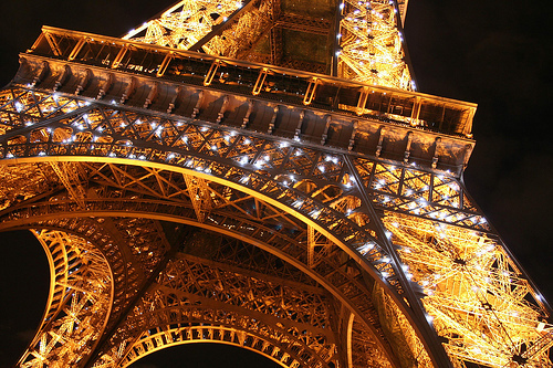 Eiffel-tower-lights-night-paris-pretty-favim.com-209459_large