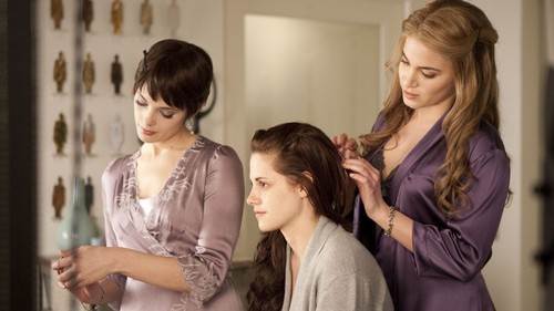 http://data.whicdn.com/images/17924458/Twilight-Breaking-Dawn-4-640x360_large.jpg