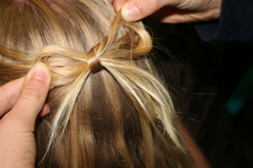 http://data.whicdn.com/images/17973539/blonde-bow-hair-hairstyle-pretty-Favim.com-202791_large.jpg