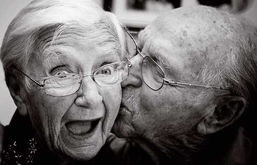 Old-people-kissing-12-6-10_large