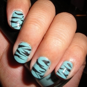 Zebra_print_nails-2_thumb_large