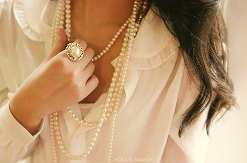 Blouse-girl-pearls-favim.com-215939_large
