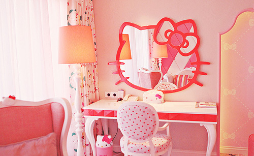 http://data.whicdn.com/images/18350070/dormitorio-hello-kitty_large.jpg