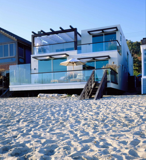 Two storey malibu california beach house design a new for California beach house plans