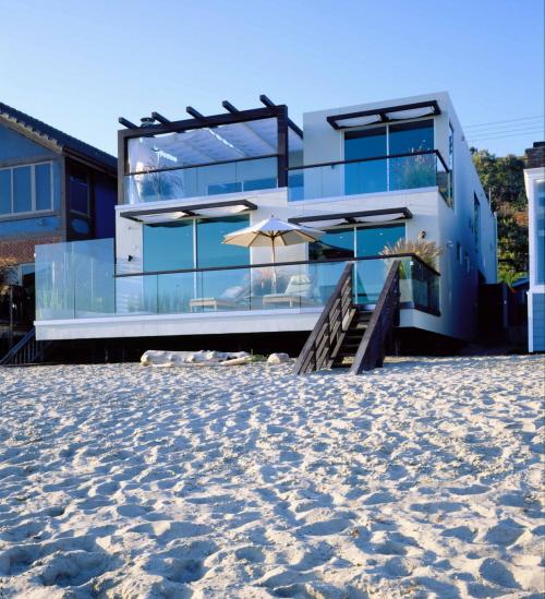 Luxury Beach Homes: Two Storey Malibu California Beach House Design