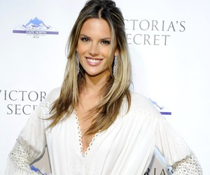 Alessandra Ambrosio free wallpapers,stars and archive qualty wallpaper