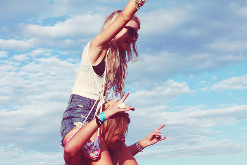 Best-friends-fashion-photography-separate-with-comma-sky-favim.com-222656_large