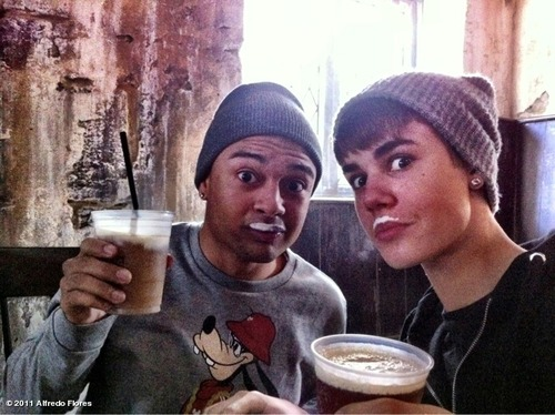 """Alfredo Flores' photo """"Butter Beer!!! @justinbieber ..."""" on WhoSay"""