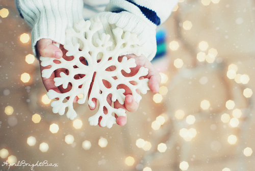 Kid-lights-snow-snowflake-winter-favim.com-161645_large