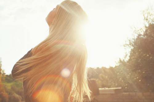 Beautiful-blonde-girl-sun-sunlight-favim.com-143609_large
