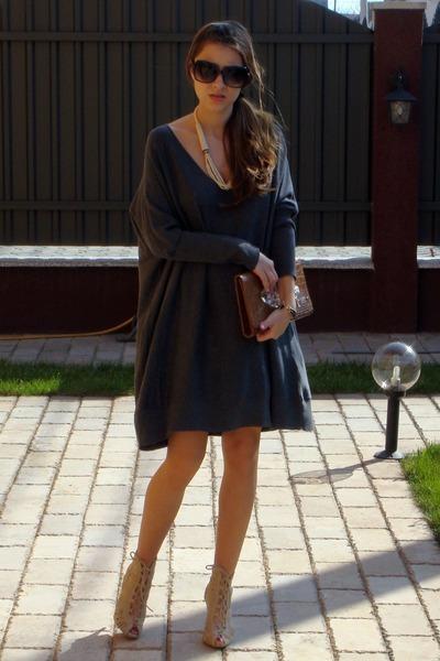 بعادك الهناء مضمون ماعيش لحظه بدونك اكون gray-newyorker-dress