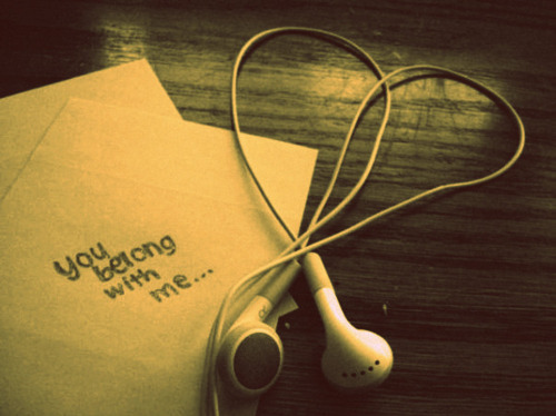 Headphones-heart-love-taylor-swift-you-belong-with-me-favim.com-130393_large_large