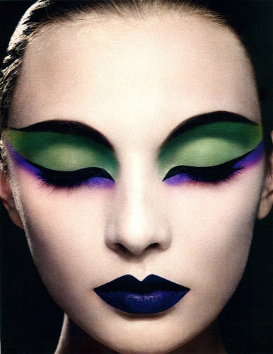 Google Image Result for http://2.bp.blogspot.com/-p-6kLz8Ashg/TnZPjpDp4TI/AAAAAAAAB7U/yn_pugJcYDo/s1600/cat-eye-makeup-beauty.jpg