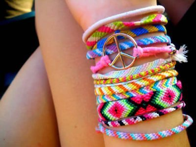 Colorful-friendship-bracelts-peace-favim.com-229697_large