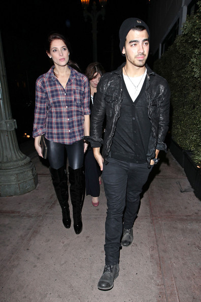 Ashley Greene + + + namorado + joe jonas + venture + vd3kcu3z7eql_large