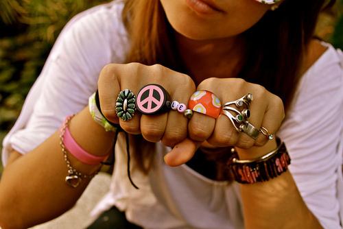 Brunette-cute-fashion-girl-hands-favim.com-220259_large