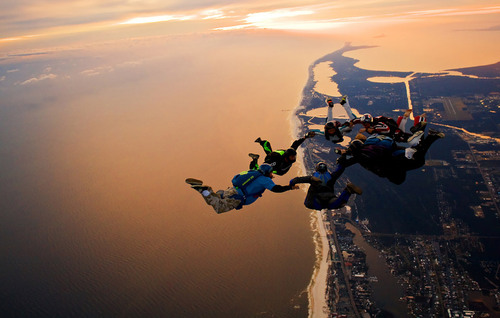 Skydiving-over-los-angeles_large