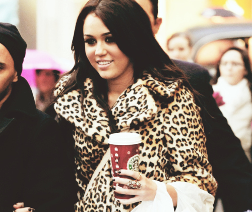 Bong-cyrus-disney-fashion-fur-coat-leopard-print-favim.com-104050_large