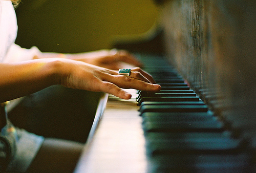 Piano; by weheartit.com