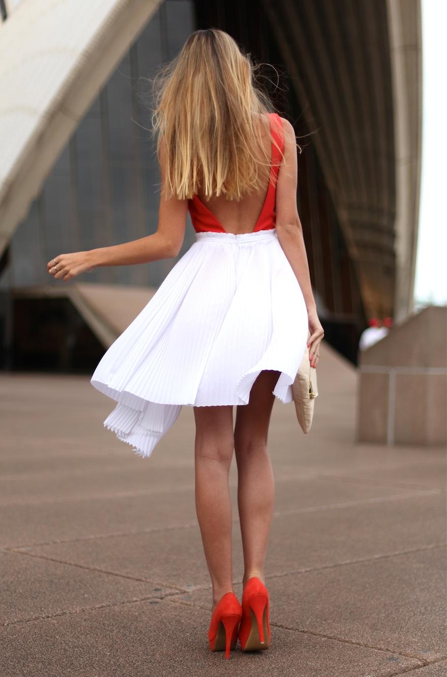 Фото девушки со спины в одежде 5 фотография