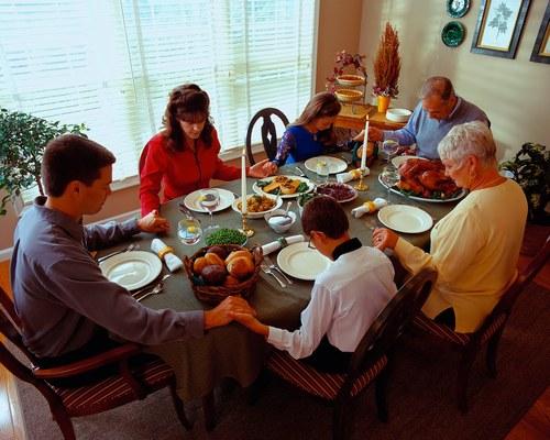 Family-dinner_large