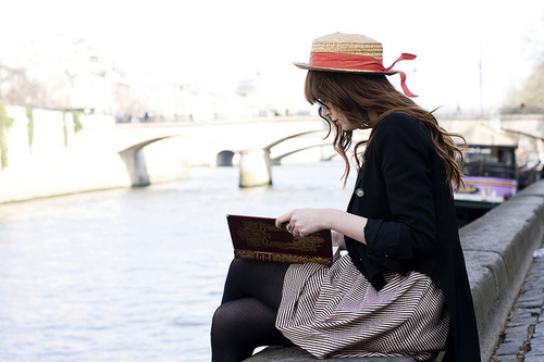 Alone-beautiful-book-fashion-girl-glasses-favim-com-62128_large_large