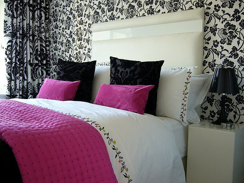 Love radioactive top 5 como decorar o seu quarto for Black bedroom wallpaper designs