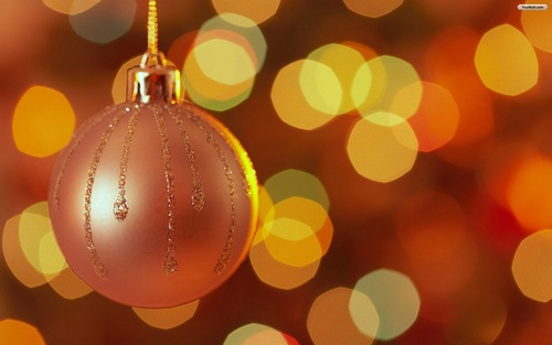 20-christmas-wallpapers-free-hanging-pink-christmas-ball-wallpaper_large