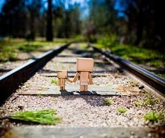 Boxman_cardboard_railroad_tracks_www.vvallpaper.net_thumb_large