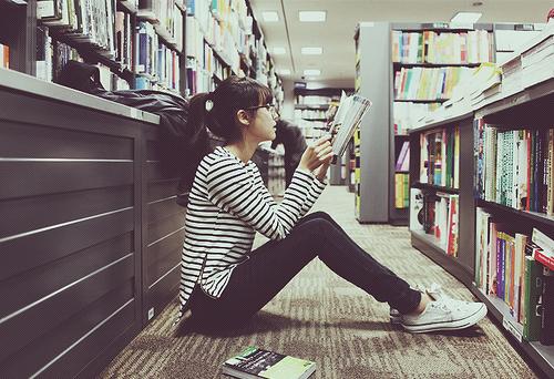 Black-books-fashion-girl-glasses-favim.com-121576_large_large