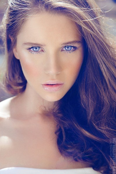 Beautiful-blue-eyes-girl-hairs-kiss-favim.com-242847_large