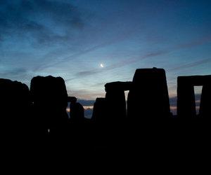 solstice stonehenge moon