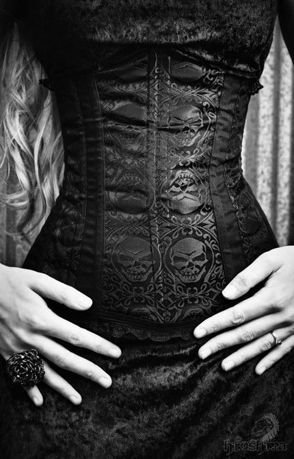 Beautiful-black-and-white-corset-sexy-favim.com-243446_large