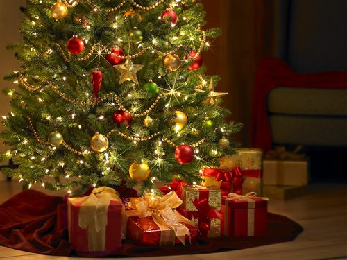 http://data.whicdn.com/images/19870750/christmas_tree_and_gifts_large.jpg