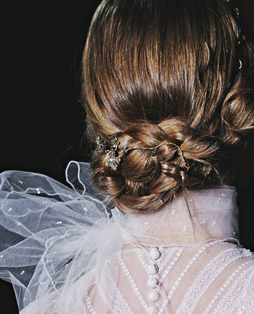 Valentino-haute-couture-fw11-hair_large