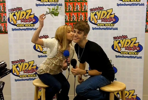 Fan-kisses-justin_large