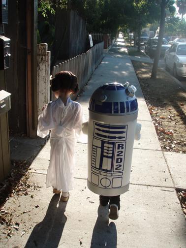 Most Adorable Leia & R2D2 Ever [PIC]