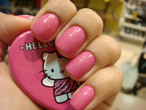 Cute-fashion-girly-hello-kitty-nail-favim.com-219264_large