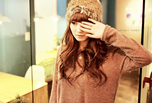 http://data.whicdn.com/images/20538713/cute-asian-hair-long-brown-wavy-bangs_large.jpg