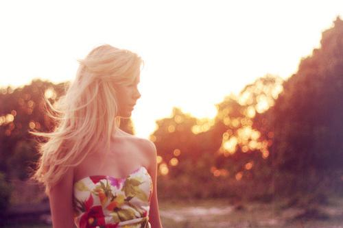 http://data.whicdn.com/images/20545675/blonde-cute-dress-dresses-fashion-Favim.com-133382_large.jpg