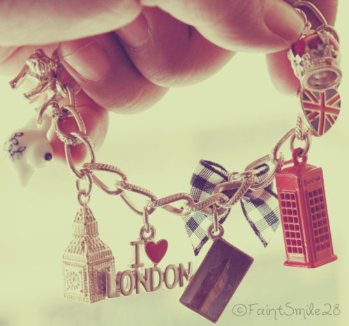 http://data.whicdn.com/images/20586894/big-ben-bracelet-gorgeous-i-love-londen-Favim.com-257518_large.jpg