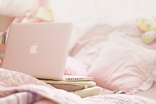 http://data.whicdn.com/images/20626091/bed-comfy-pastel-Favim.com-257984_large.jpg