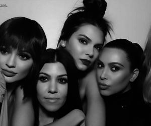 女性4人の画像