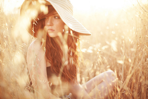 Girl-grass-hat-look-nature-favim.com-263396_large