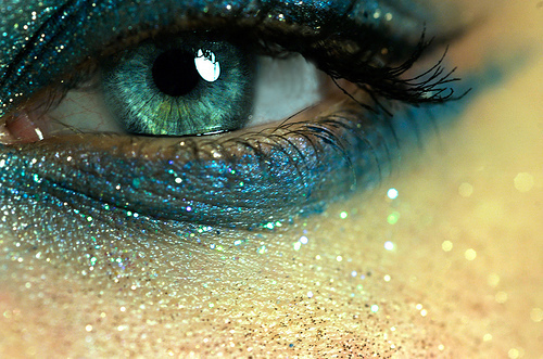 http://data.whicdn.com/images/20953702/azul-blue-blue-eyes-blue-make-up-eyes-Favim.com-262071_large.jpg
