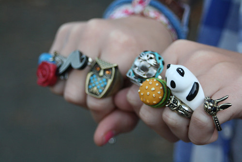 http://data.whicdn.com/images/21384139/camara-camera-canon-panda-rings-Favim.com-270647_large.jpg