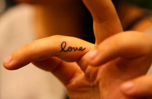 Cute-finger-hand-love-nails-favim.com-271760_large